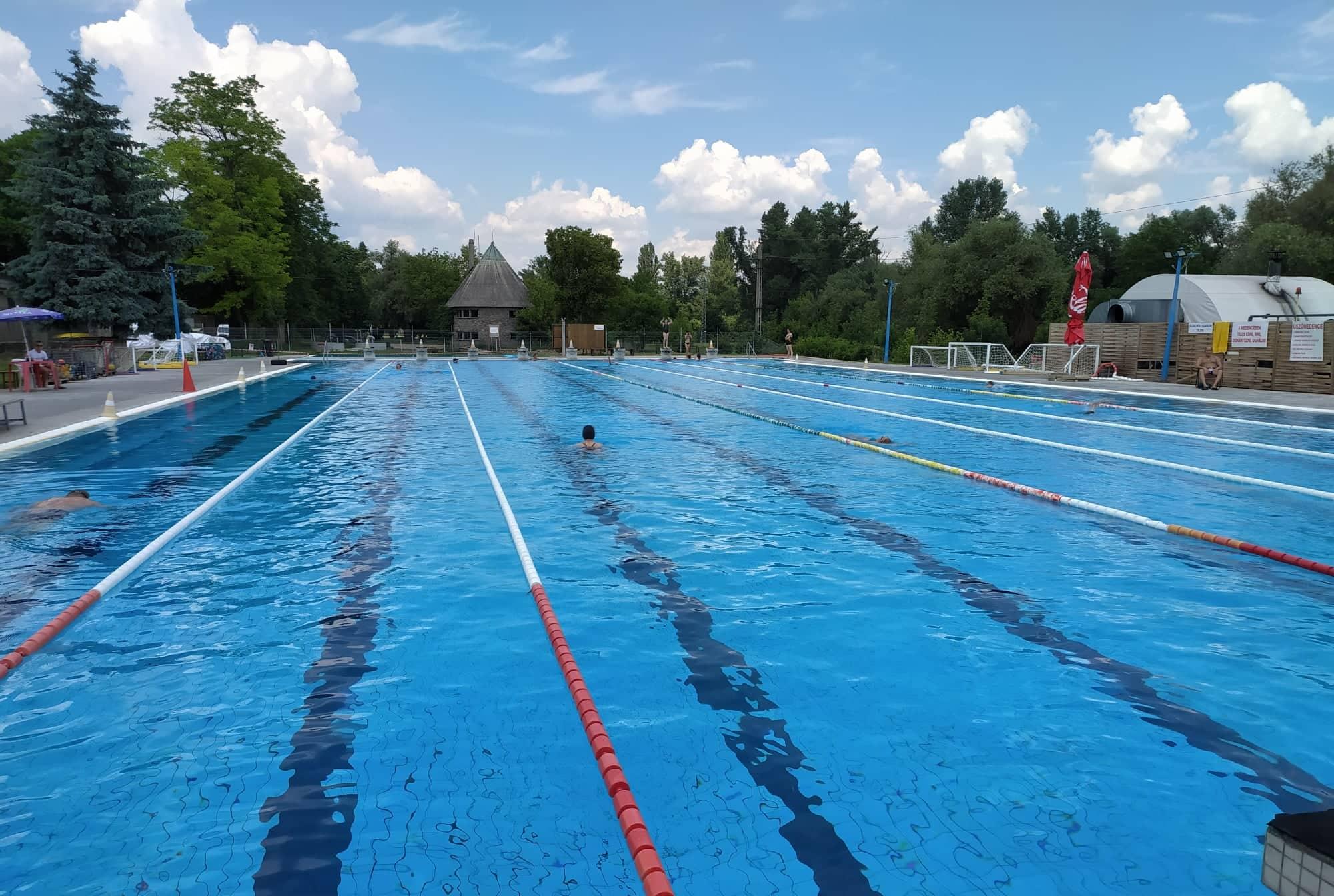 úszóm